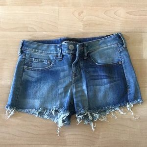 Relaxed low rise shorts
